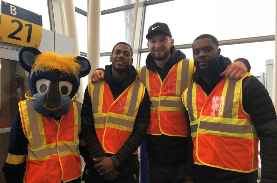 Domantas Sabonis su komandos draugais dirbo oro uoste