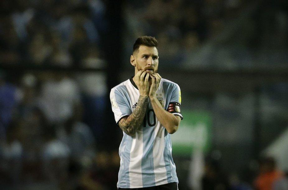 Lionelis Messi sutrikęs po lygiosiomis 0:0 pasibaigusio Argentinos rinktinės mačo su Peru.