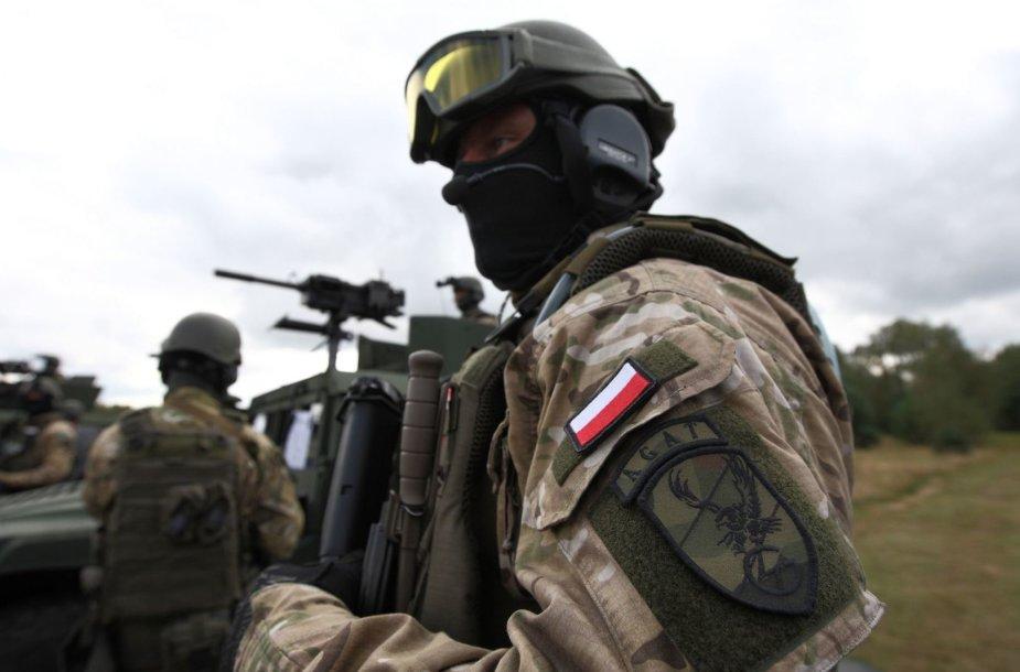 Lenkijos specialiųjų pajėgų karys NATO pratybose