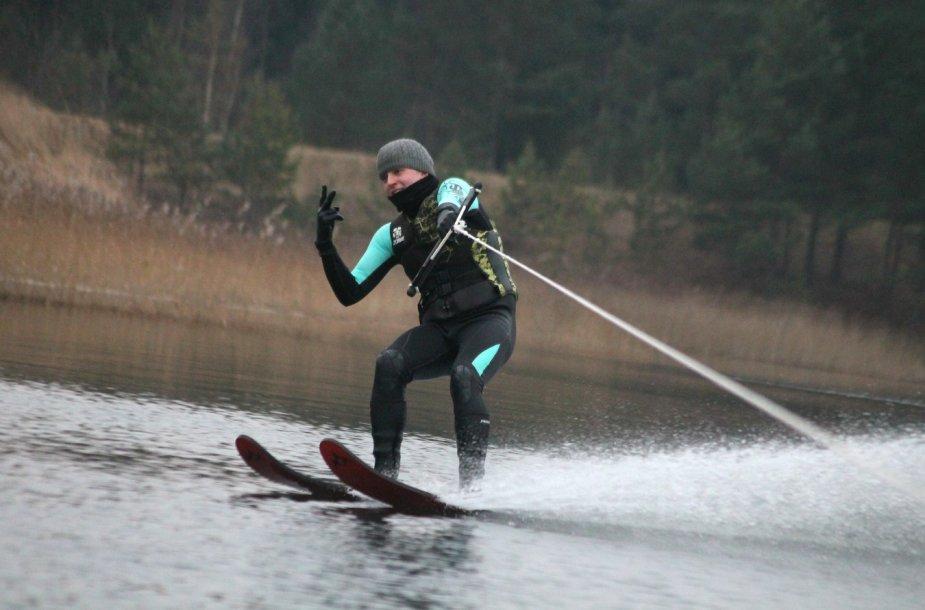 Kalėdinis slidinėjimas ant vandens