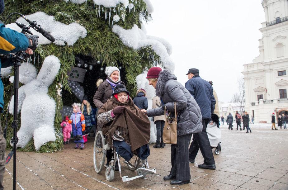 Kauno hospiso pacientų išvyka prie Kalėdų eglės