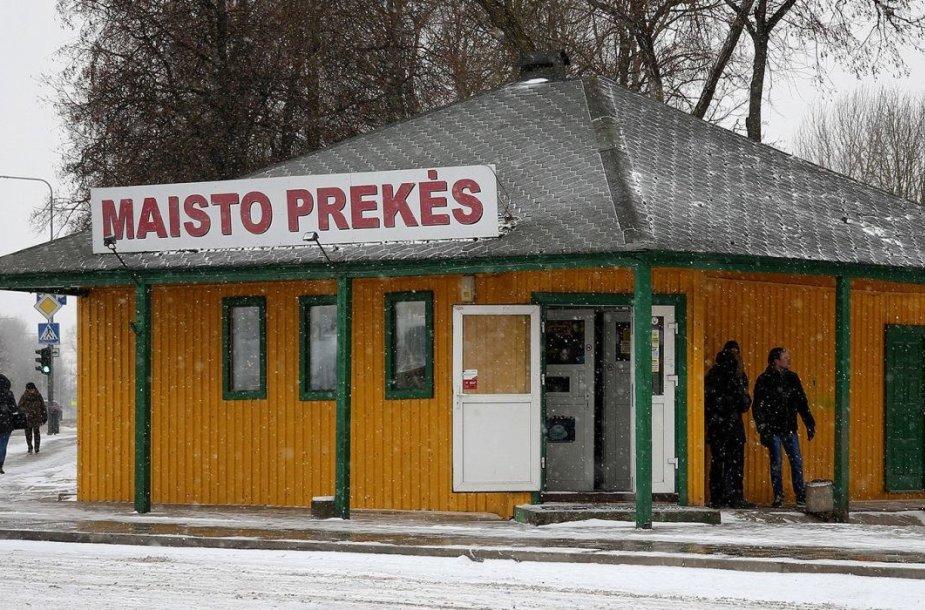 Prekybos alkoholiu ribojimai nepalietė ir maisto prekių parduotuvėlės prie Autobusų stoties darbo laiko