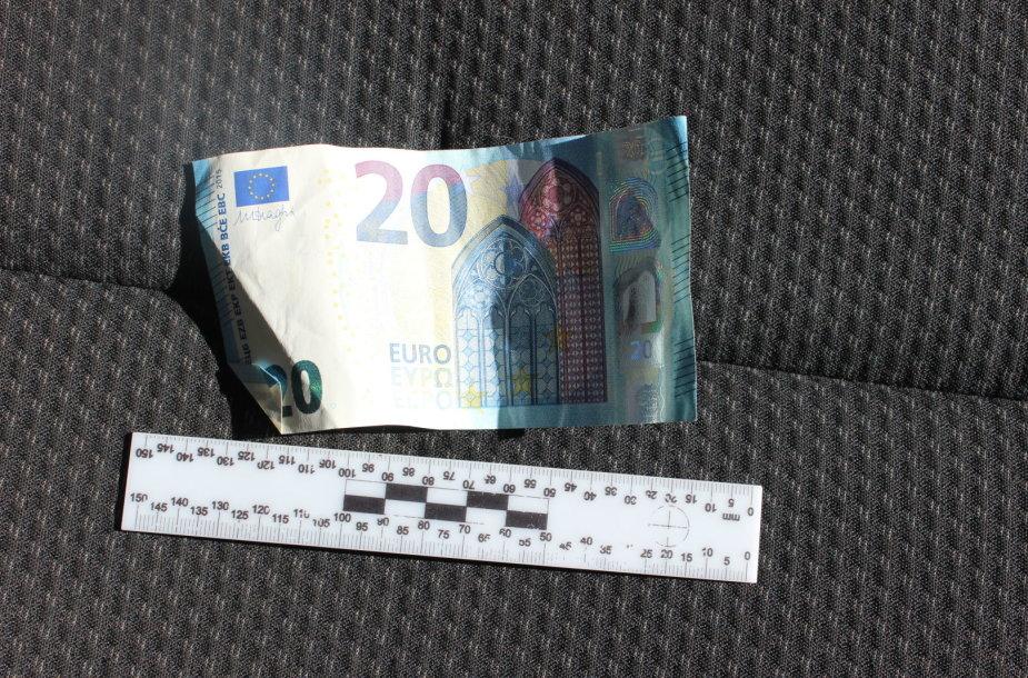 Neblaivus vairuotojas Telšių pareigūnams bruko 20 eurų kyšį