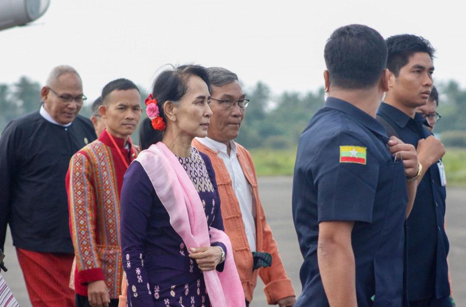 Aung San Suu Kyi atvyko į Rachinų valstiją