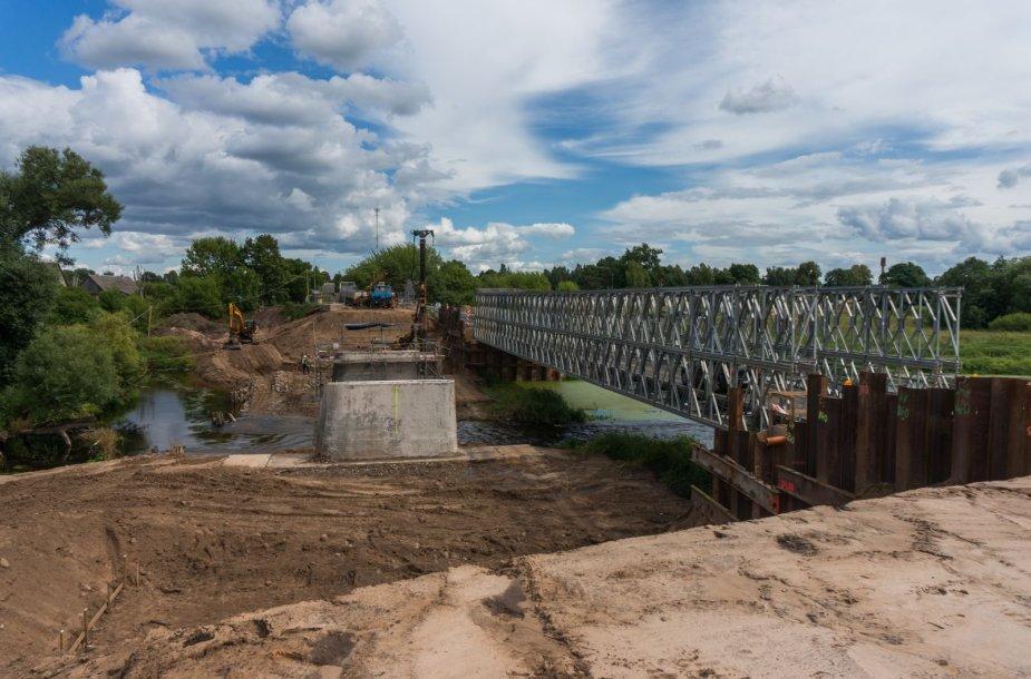 Krekenavoje rekonstruojamas tiltas per Nevėžį