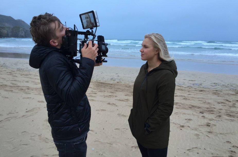 """Ronaldas Buožis ir Rokas Darulis sukūrė dokumentinį filmą """"Rūta"""" apie geriausią Lietuvos plaukikę Rūtą Meilutytę."""