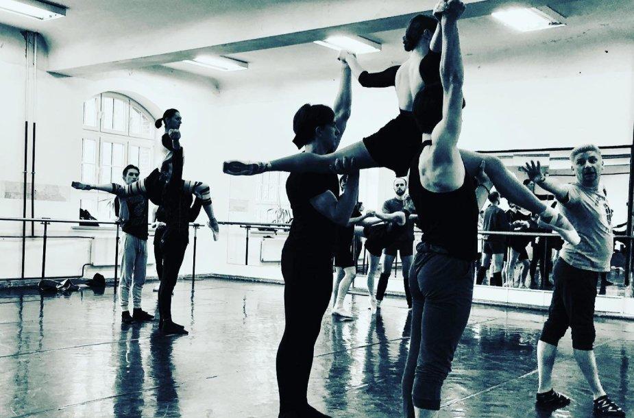 """K.Simonovas su KVMT baleto trupe ruošiasi šokio spektakliui """"Romeo ir Džuljeta"""""""