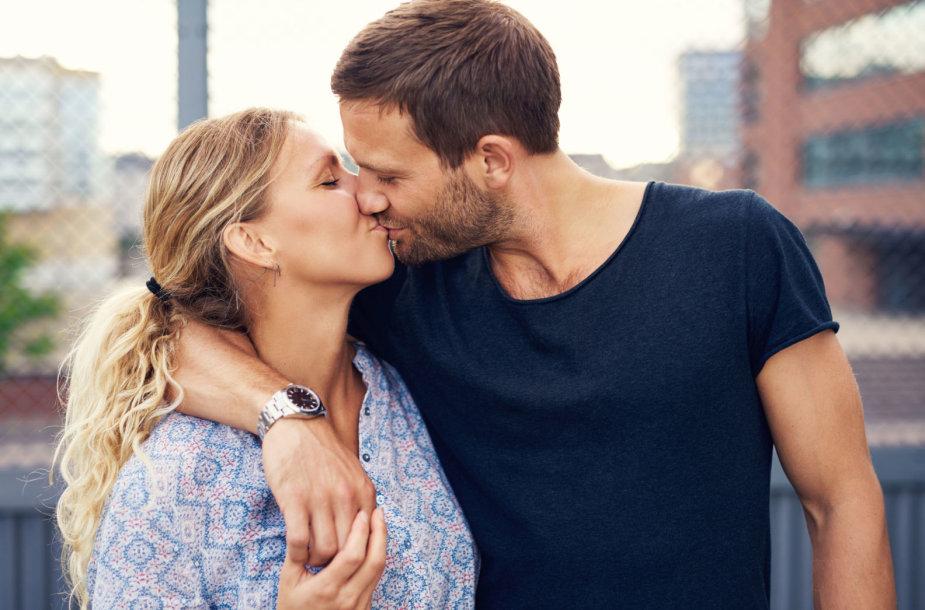 Kodėl mes bučiuojamės? Kokie bučiniai patinka vyrams, o kokie ...