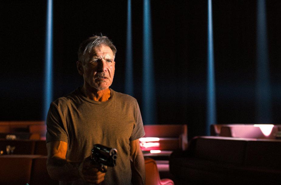 """Harrisonas Fordas filme """"Bėgantis skustuvo ašmenimis 2049"""""""