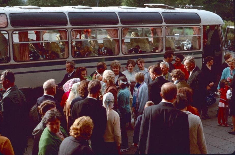 Prie autobuso