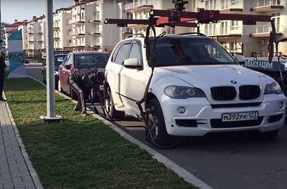Sočio policija norėjo nuvežti BMW X5