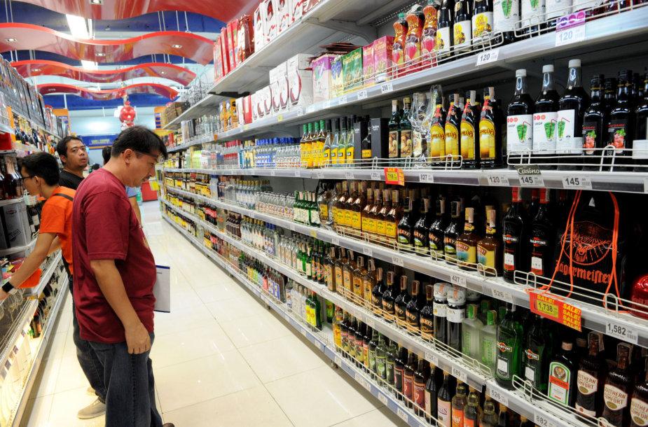 Alkoholis parduotuvėje Maniloje