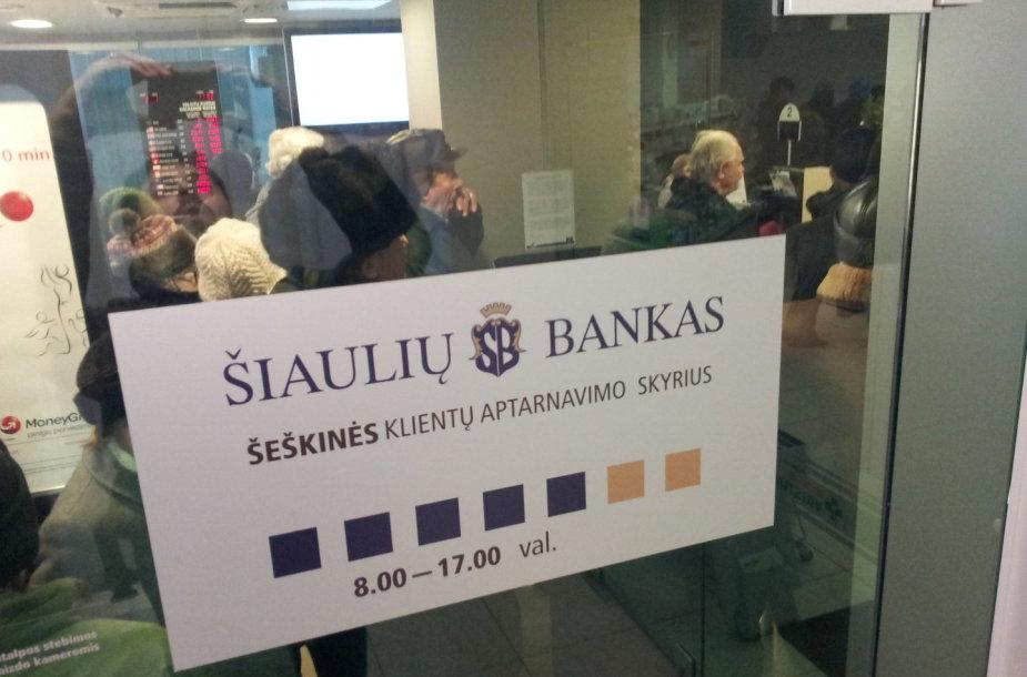 """Žmonių eilė """"Šiaulių banke"""""""