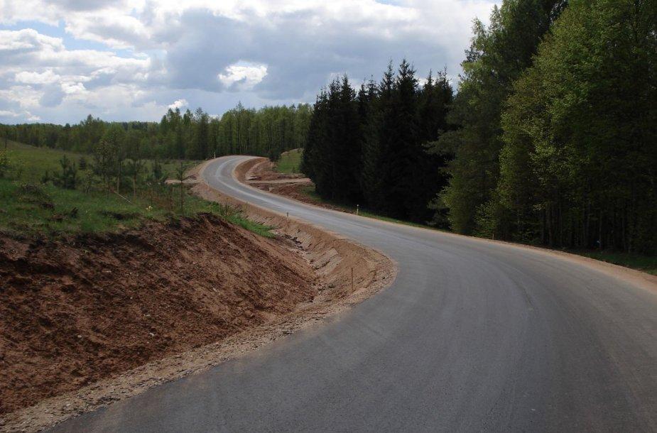 ES paramos lėšomis Lietuvoje aktyviai vykdyta žvyrkelių asfaltavimo programa
