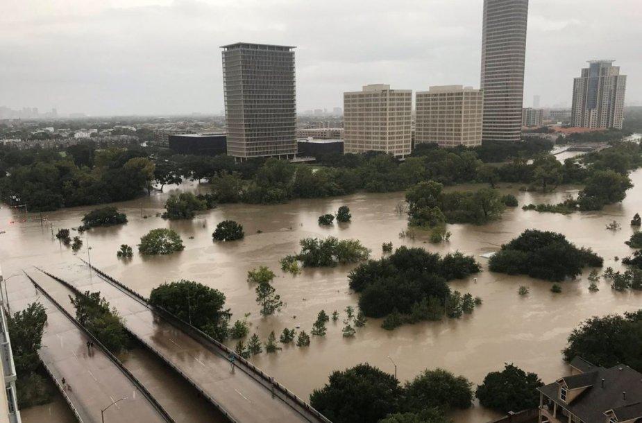 """Teksasui smogusio uragano """"Harvey"""" padariniai"""