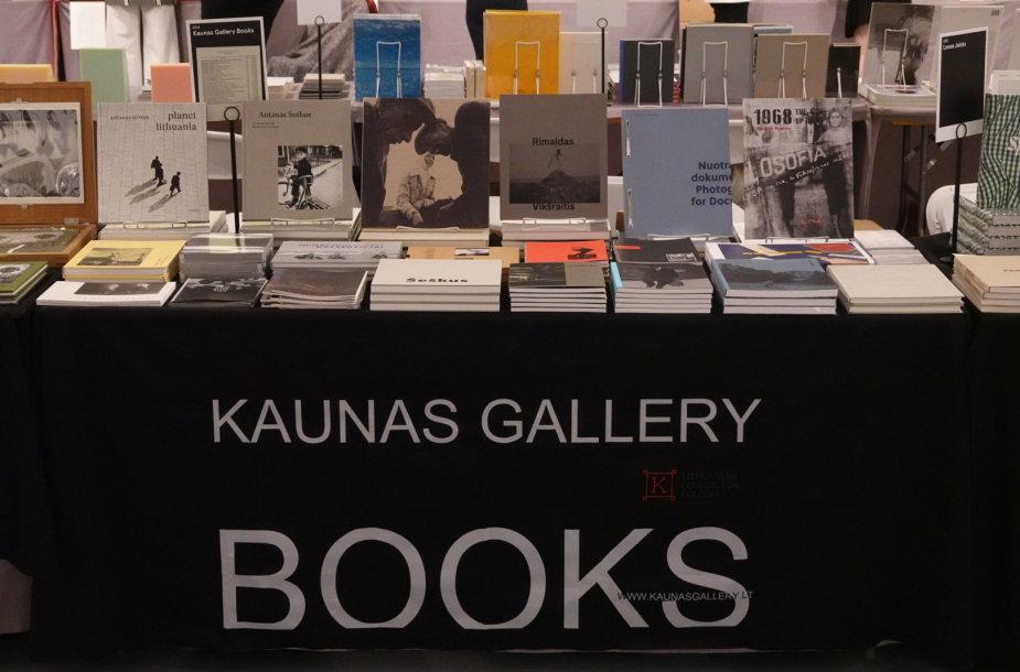 Los Andželo meno knygų mugėje Kauno fotografijos galerija pristatė Lietuvos fotografų leidinius.