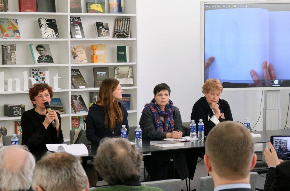 """""""Memorabilia"""" komanda – LDS pirmininkė E.Utarienė, sudarytojos E.Januškaitė-Krupavičė, R.Mikučionytė, N.Nevčesauskienė."""