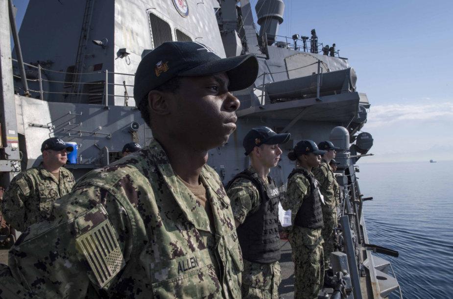 "JAV eskadrinio minininko ""USS Donald Cook"" įgula"
