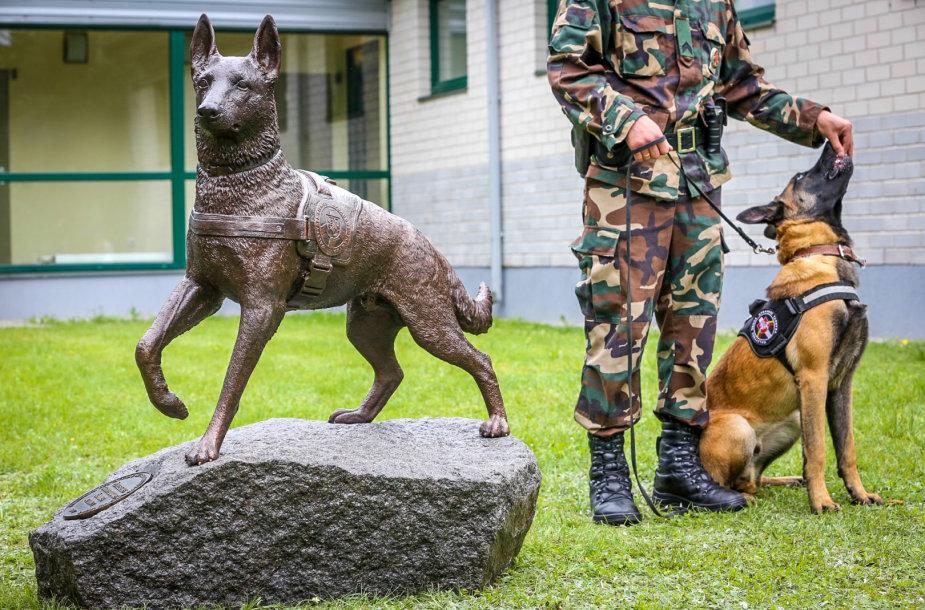 Vilniaus rajone atidengta skulptūra žuvusiems tarnybiniams šunims atminti