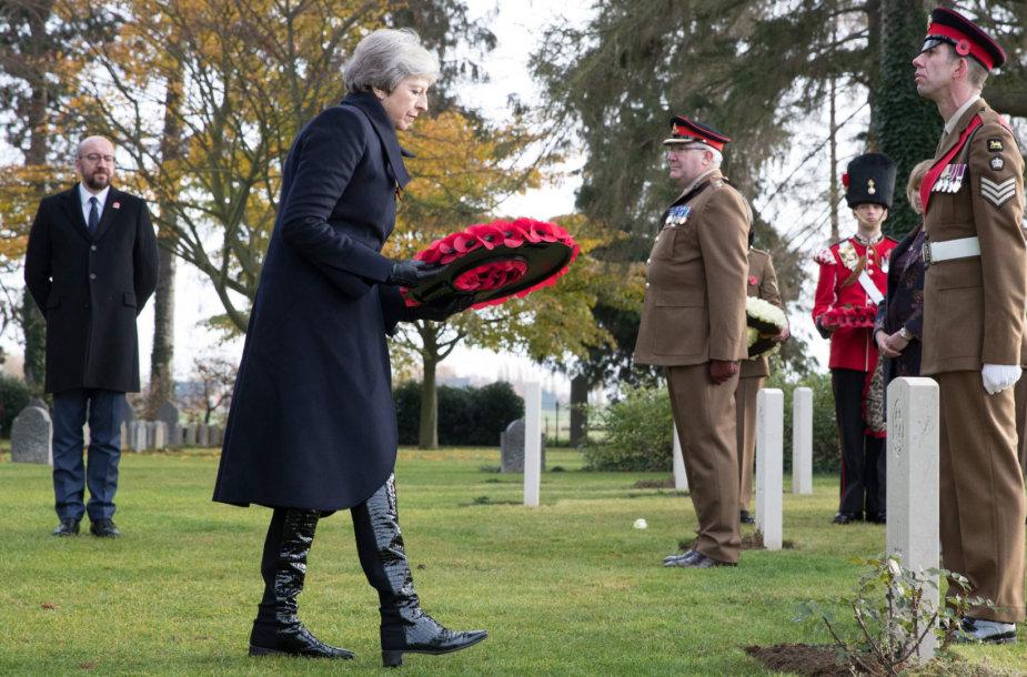 Theresa May pagerbė pirmąjį ir paskutinį Pirmajame pasauliniame kare žuvusius britų karius
