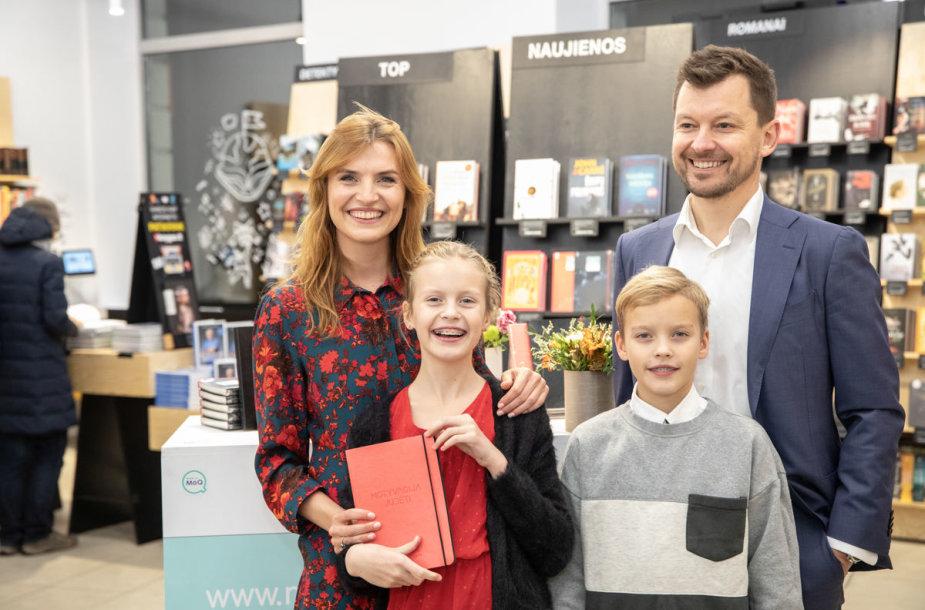 Vlada Musvydaitė su širdies draugu Gediminu ir vaikais Benu bei Ula