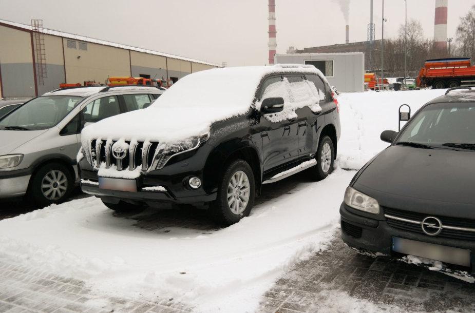 """""""Toyota Land Cruiser"""", kuriuo už bendrovės """"Grinda"""" pinigus naudojosi buvęs direktorius Algimantas Vilūnas"""