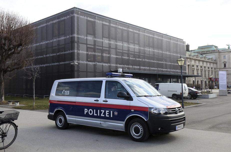 Policijos automobilis prie Austrijos parlamento