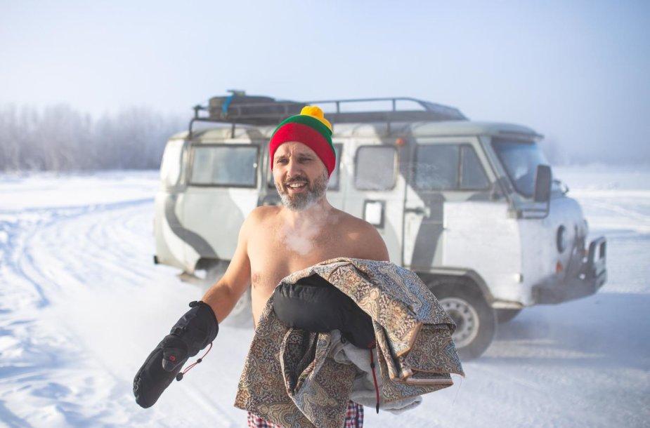 """""""The Coldest Ride"""": šalčio pojūčiams užtvirtinti – krosas ir maudynės -45 laipsnių šaltyje"""