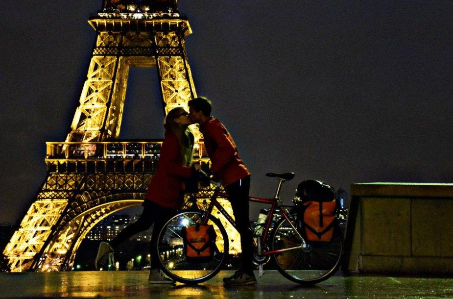 Simonas Dailidė ir Paryžiuje gyvenanti jo draugė