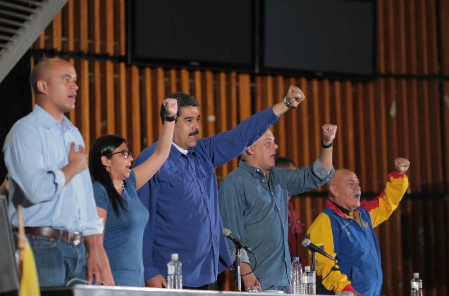 Nicolas Maduro su šalininkais