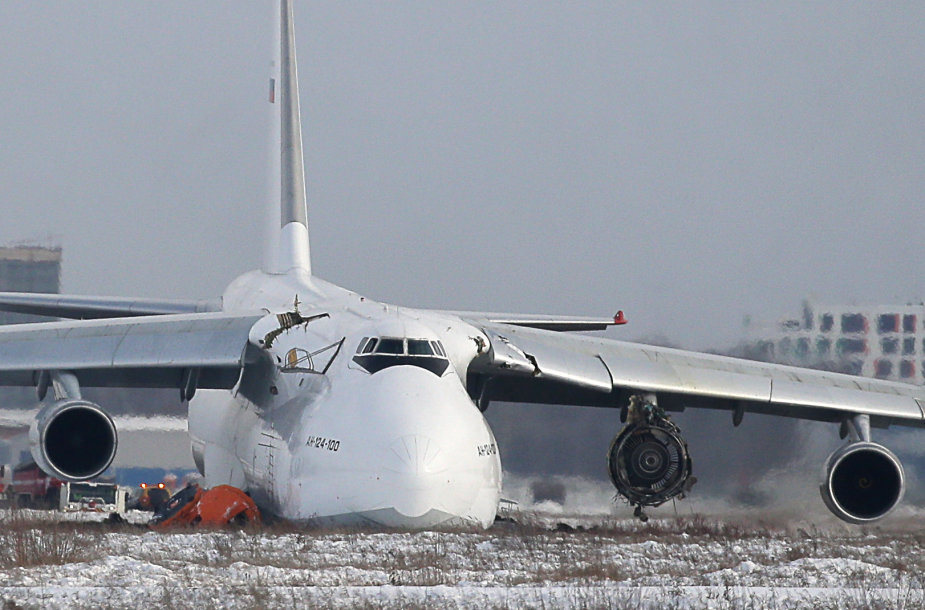 """Gedimą patyręs ir avariniu būdu nusileidęs lėktuvas AN-124-100 """"Ruslan"""""""
