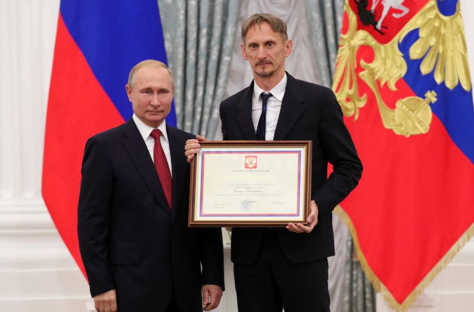 Vladimiras Putinas Kremliuje priėmė Rusijos futbolo rinktinę, kurioje dirba Gintaras Staučė.