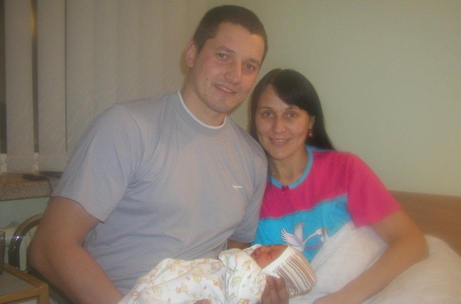 Lazdijiečiams Jonuškoms sausio 1-ąją gimė pirmagimė dukra