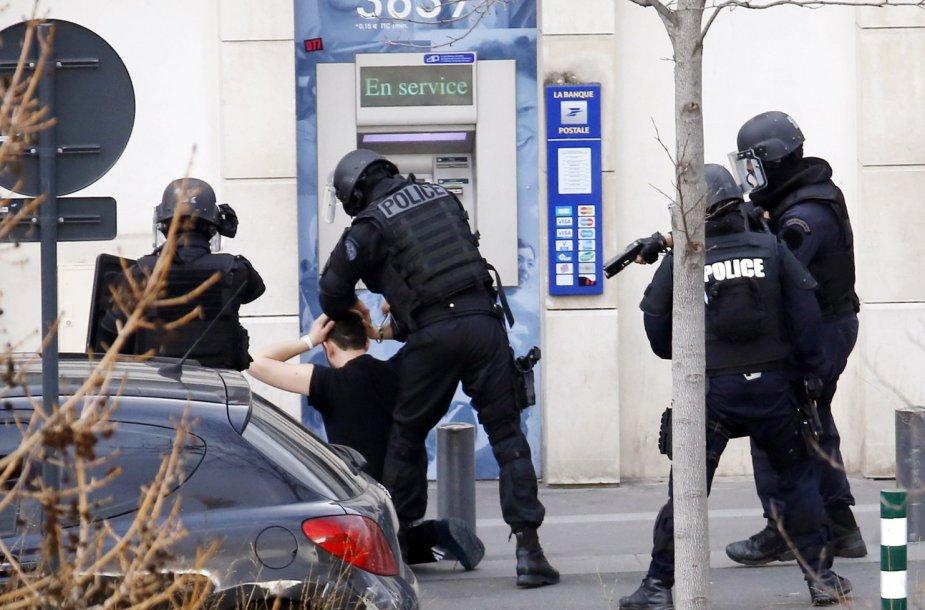 Kolombo mieste įkaitus paėmęs vyras pasidavė Prancūzijos policijai.
