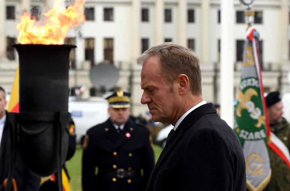 Su Lenkijos vyriausybe nesutariantis Donaldas Tuskas dalyvauja Nepriklausomybės dienos iškilmėse