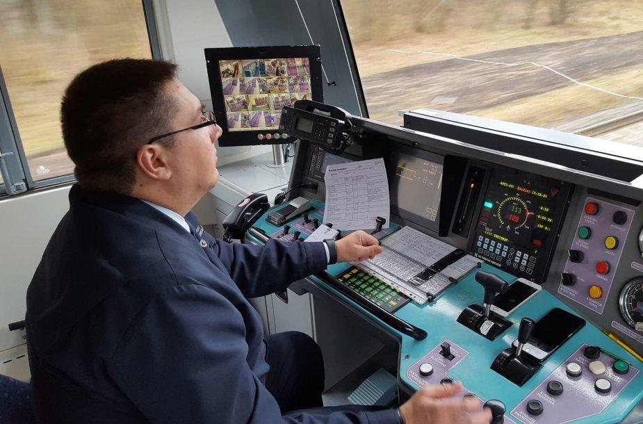 Traukinio mašinisto kabinoje
