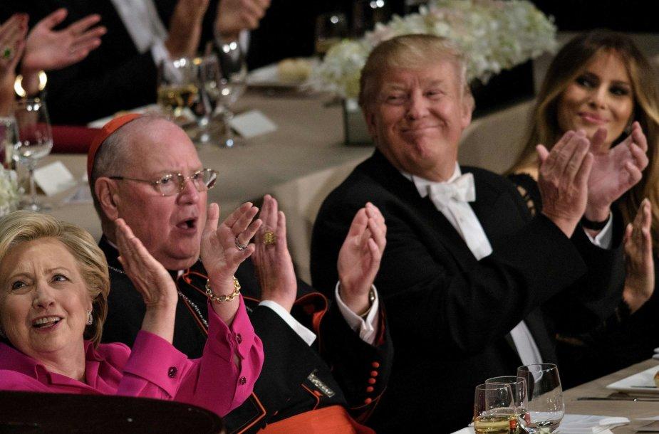 Iš kairės: Hillary Clinton, Timothy Dolanas, Donaldas Trumpas ir Melania Trump