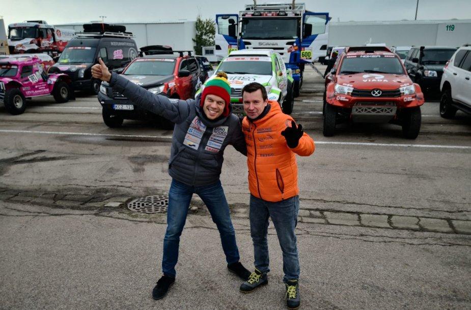 Le Havro uoste rikiuojami Dakaro ralio automobiliai, Vaidotas Žala ir Antanas Juknevičius