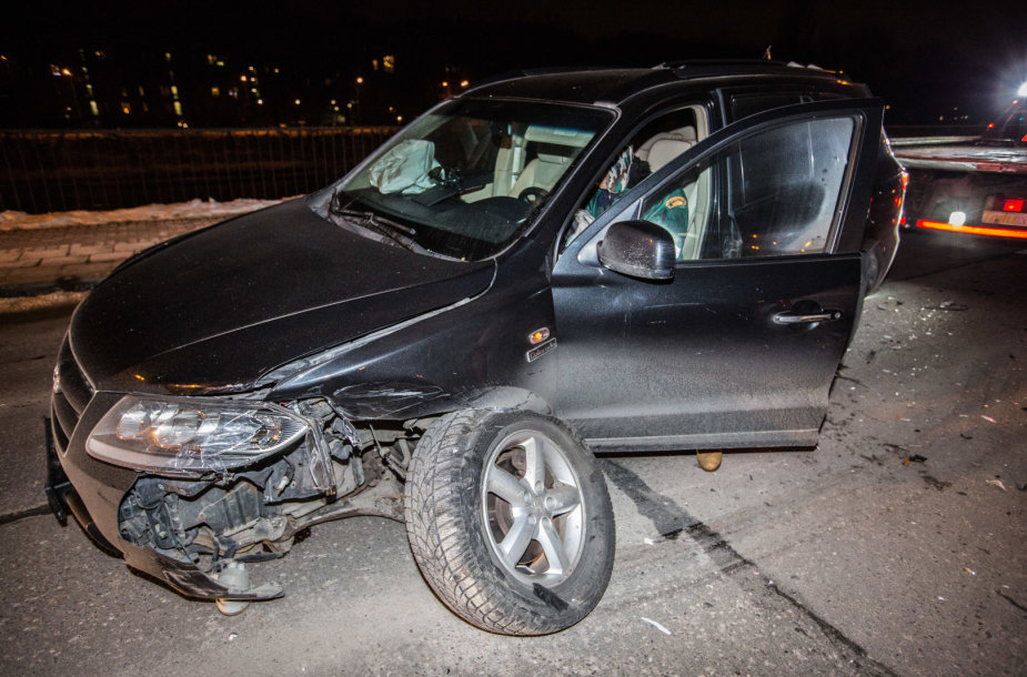 Girto vairuotojo sukeltoje avarijoje nukentėjo moteris