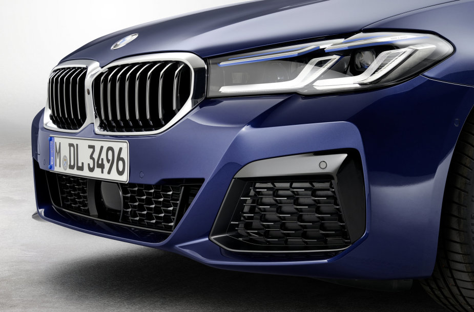 Atnaujintas BMW 5 (2020 m.)