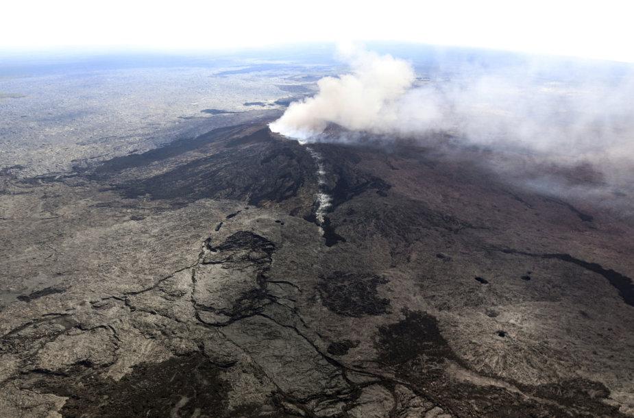Havajuose išsiveržus ugnikalniui evakuojami gyventojai