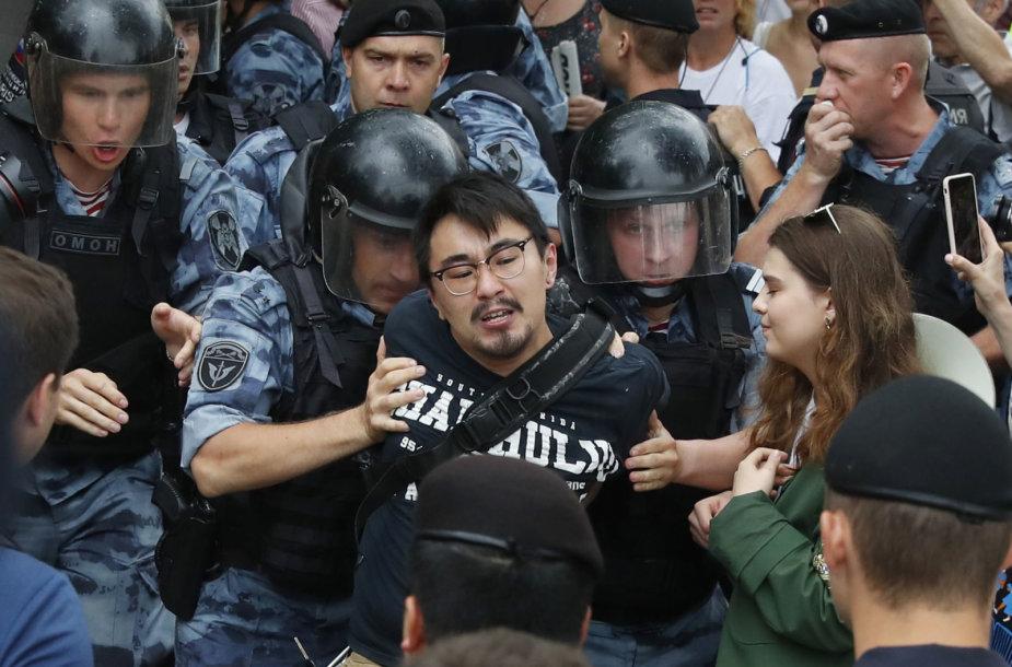 Maskvoje sulaikomas protestuotojas
