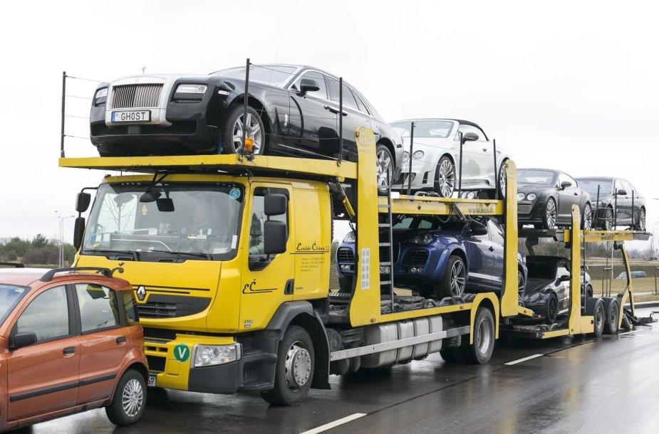 Prabangius automobilius gabenantis autovežis Vilniuje