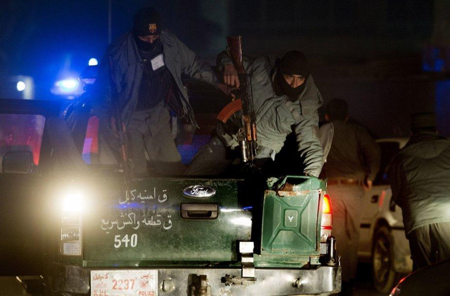Kariai saugo teritoriją po sprogimo Kabulo centre