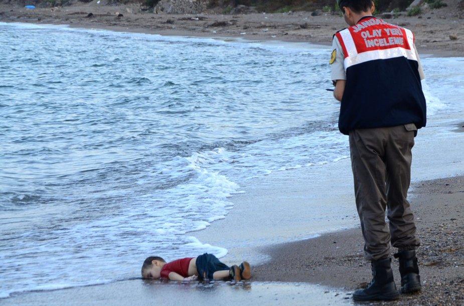 Nuskendusio migrantų vaiko kūnas