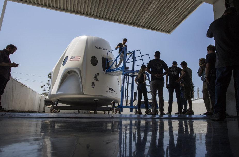 """""""SpaceX Crew Dragon"""" kosminė kapsulė"""
