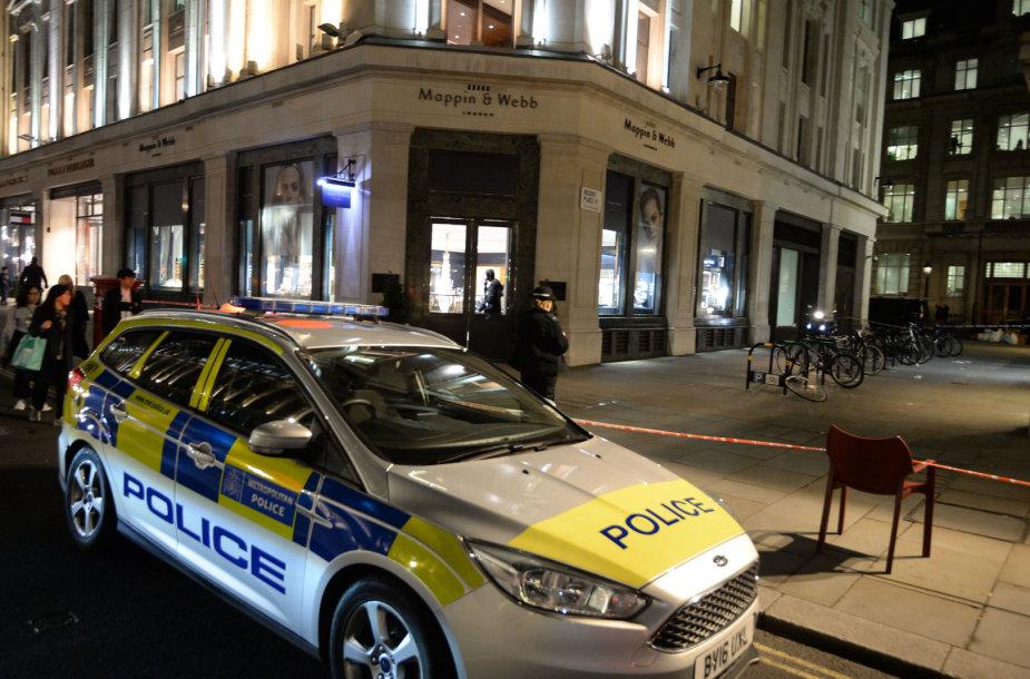 Londone apiplėšta juvelyrikos parduotuvė