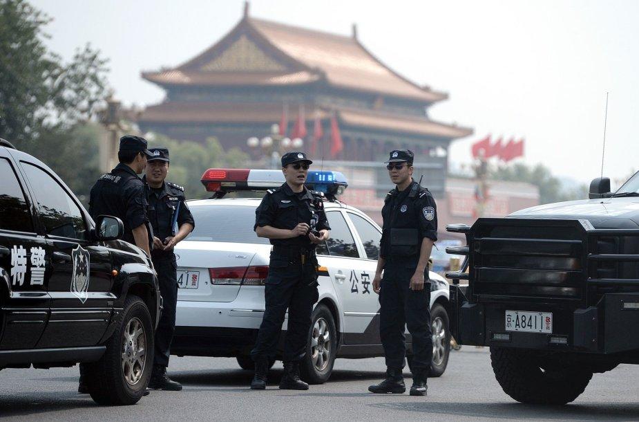 Kinijos policija Tiananmeno aikštėje