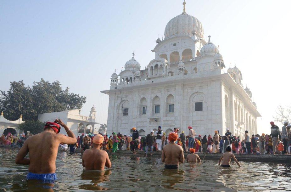 Indijoje milijonai hinduistų dalyvauja maudynių rituale