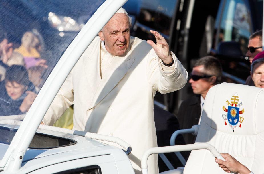 Popiežius atvyko į Kauną